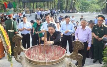 Phó Chủ tịch Quốc hội viếng các nghĩa trang liệt sĩ tại Quảng Trị