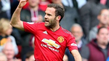 """Từ chối Barcelona, Juan Mata """"trói chân"""" cùng MU"""