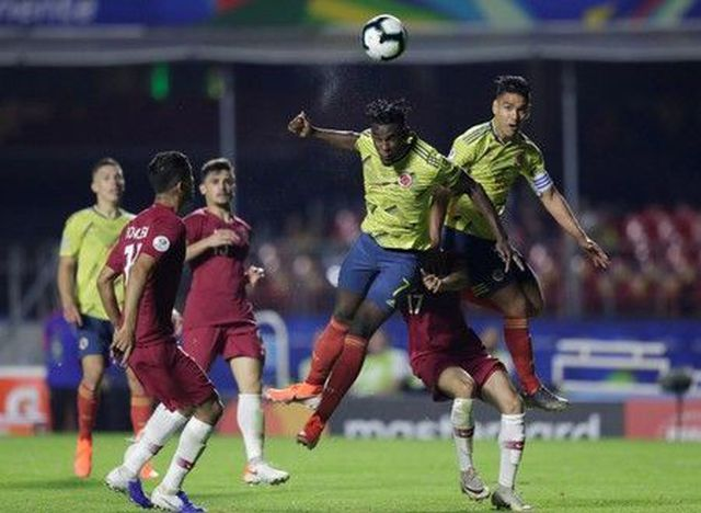 colombia 1 0 qatar nha vo dich chau a guc nga phut cuoi