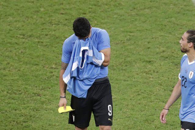 luis suarez hoa toi do uruguay bi loai khoi copa america