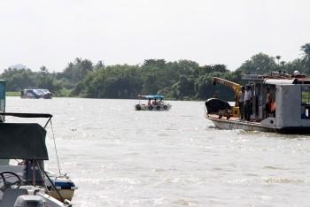 Nỗ lực tìm kiếm 2 mẹ con mất tích trên sông Sài Gòn