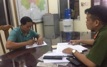 Lạng Sơn bắt giữ 2 xe ô tô vận chuyển kiếm, dùi cui và pháo