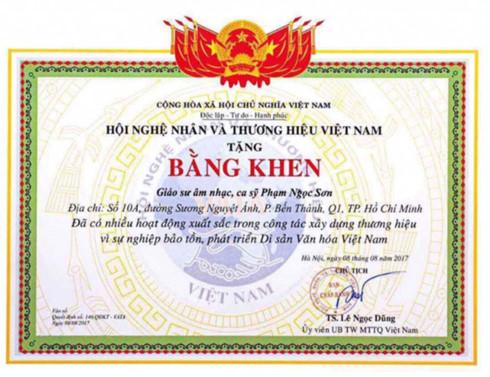 se thu hoi bang khen neu ngoc son khong chung minh duoc minh la giao su