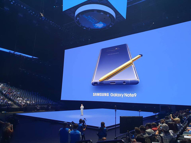 galaxy note9 ra mat voi pin khung cay viet s pen co the chup anh selfie