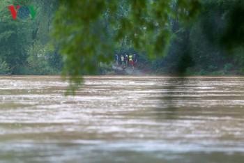 """Hàng trăm người dân """"ốc đảo"""" Xuân Lũng, Lạng Sơn mong mỏi một cây cầu"""