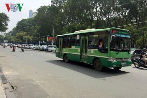Phát hiện 11 tài xế xe buýt ở TP HCM vi phạm qua camera giám sát