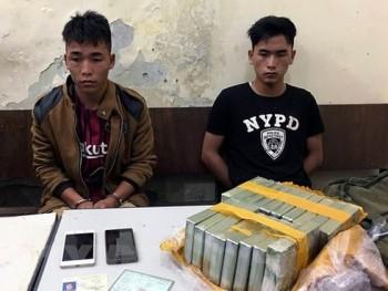 """Hai anh em ruột vận chuyển 18 bánh heroin ở """"thánh địa"""" ma túy"""