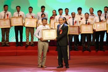Phó Thủ tướng Thường trực Chính phủ Trương Hòa Bình: Lấy nông dân giỏi làm nòng cốt để tổ chức lại sản xuất