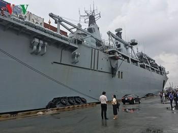 Tàu hải quân Anh thách thức tuyên bố phi pháp của Trung Quốc ở Biển Đông