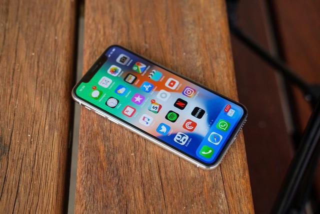 iphone x bi khai tu chi chua day mot nam sau khi ra mat