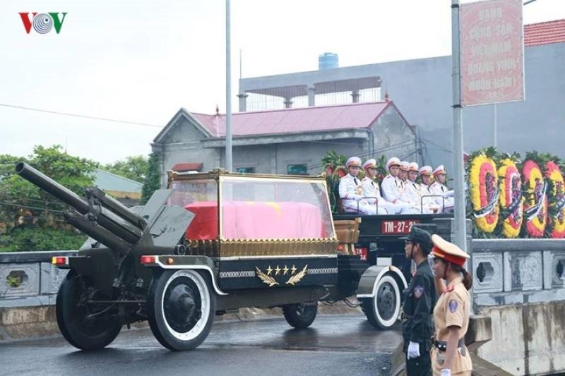 Hình ảnh linh cữu Chủ tịch nước Trần Đại Quang về tới quê nhà
