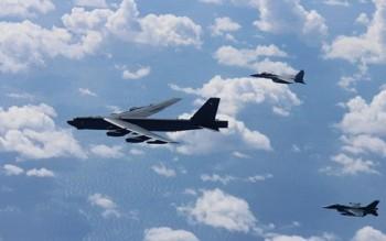 """Quan hệ Mỹ-Trung """"nóng"""" lên với tần suất bay của B-52 ở Biển Đông"""