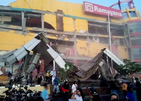 Động đất, sóng thần ở Indonesia khiến ít nhất 30 người thiệt mạng