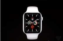 apple watch series 5 co man hinh luon bat va them vo titan gom