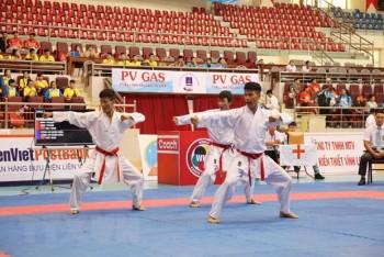 gan 300 van dong vien tham gia giai vo dich karate quoc gia lan 29