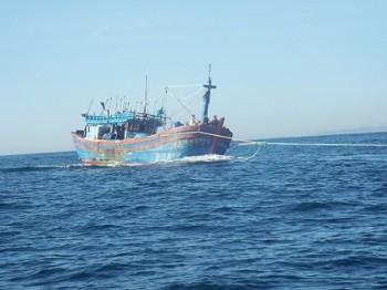 Vụ chìm tàu ở Trường Sa: 15 ngư dân được cứu an toàn