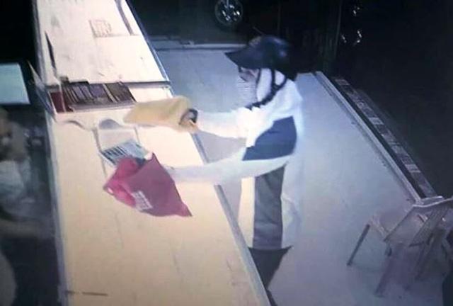 Điều tra, xác minh nghi án nam thanh niên dùng súng cướp tiệm vàng