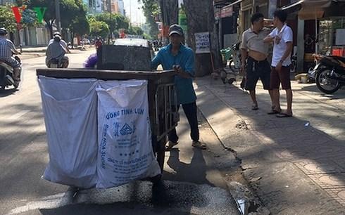 75% người thu gom rác tại TPHCM không có thẻ Bảo hiểm Y tế