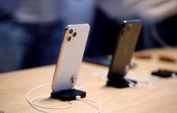 apple dang dung camera de che dau su hut hoi trong sang tao iphone