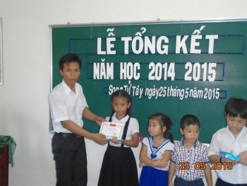 Thầy giáo 9X xung phong ra đảo Song Tử Tây gieo chữ