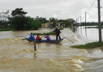 Mưa lũ lại gây chia cắt nhiều nơi ở Bình Định