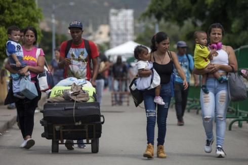 lan song di cu khoi venezuela tranh khung hoang chinh tri va kinh te