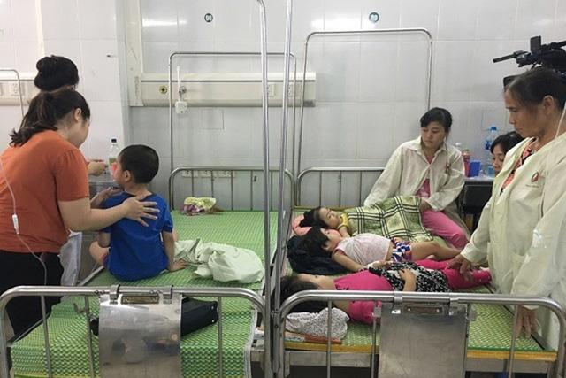 Hé lộ nguyên nhân ban đầu vụ 142 trẻ mầm non Hà Nội đồng loạt nhập viện