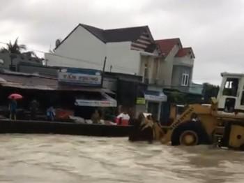 Mưa lũ kinh hoàng, ít nhất 4 người chết ở Nha Trang