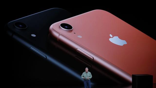 doanh so iphone that vong apple roi mo vang chuyen sang cong ty dich vu