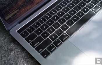 bloomberg apple co the sap ra mot mau may tinh macbook pro 16 inch