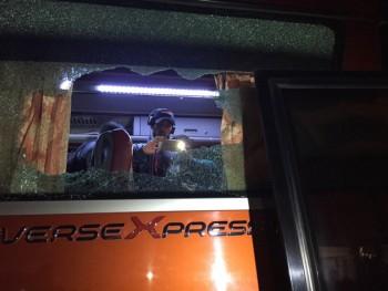 xe bus cho doi tuyen indonesia bi tan cong o ha noi