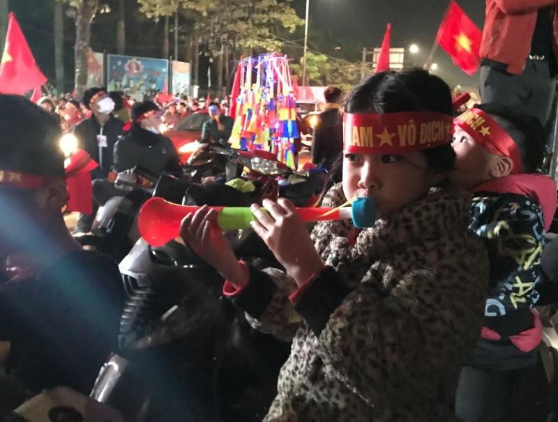 nguoi ham mo thanh pho thai nguyen xuong duong an mung chien thang cua doi tuyen viet nam tai aff cup 2018