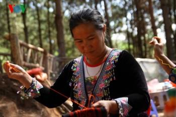 Dệt thổ cẩm giúp nâng cao đời sống cho đồng bào dân tộc ở Mộc Châu