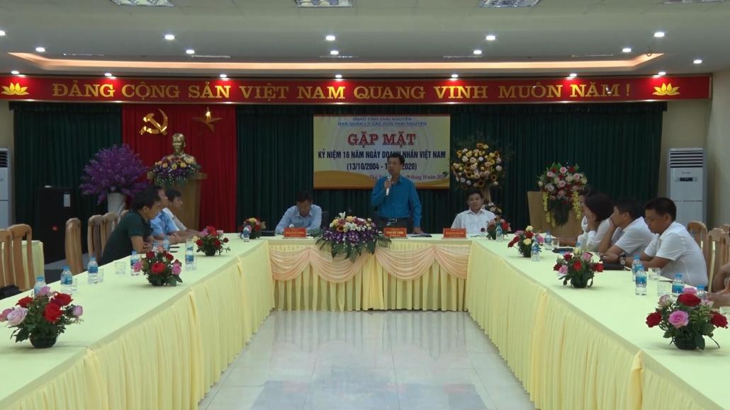 趁纪念16年越南商人日与企业商人见面