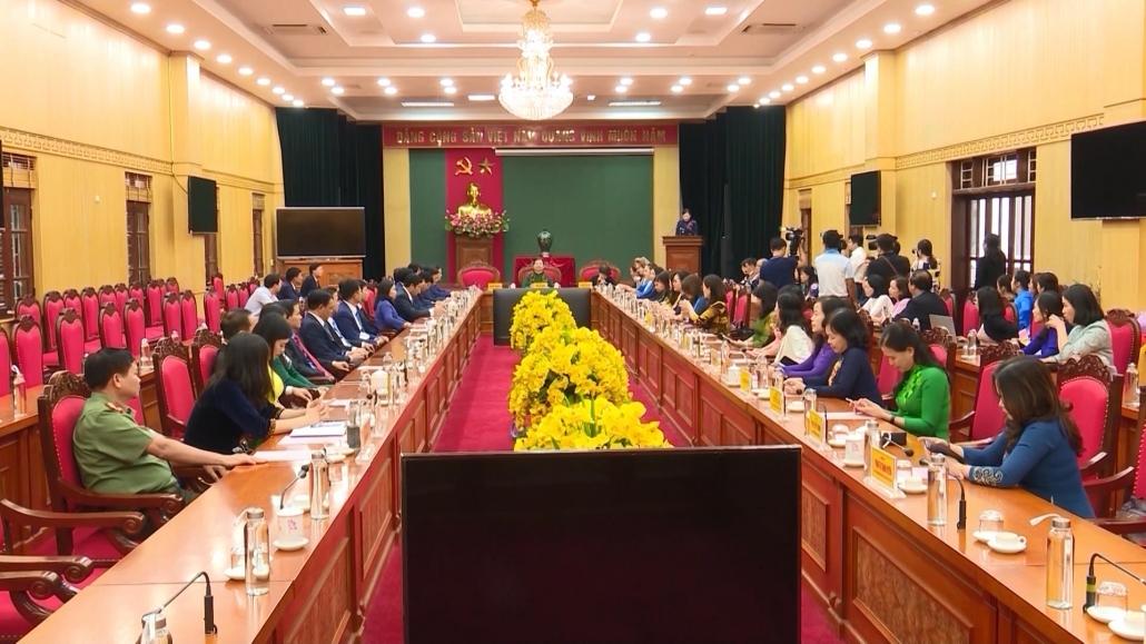 越南国会女代表工作团访问太原省并省其领导人进行工作会谈