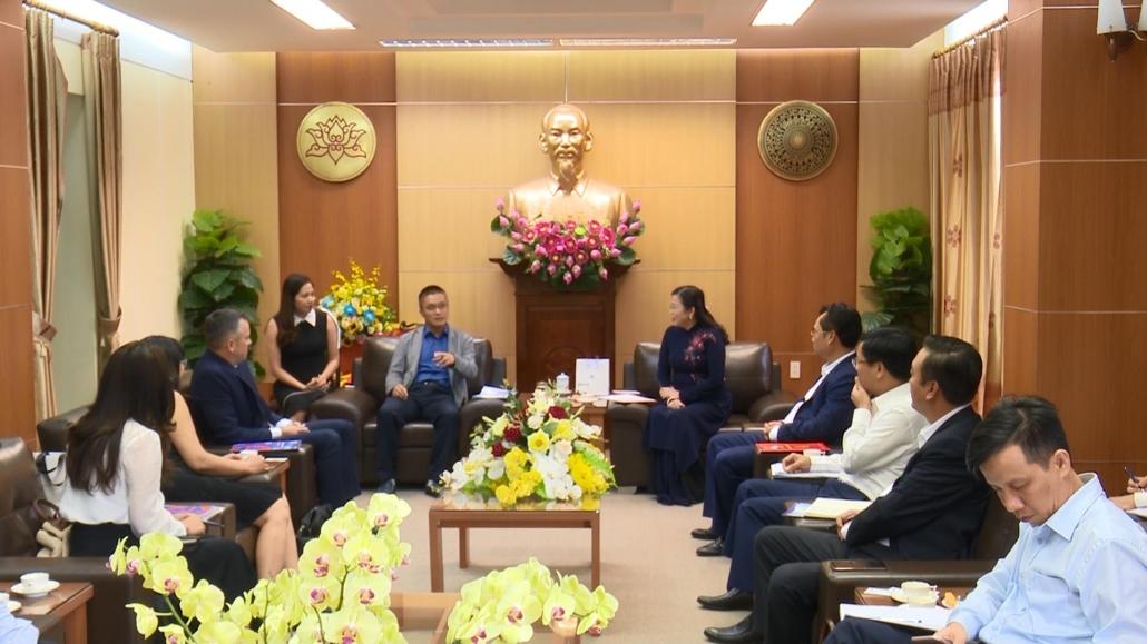 太原省省委书记会见了各投资商并与其进行工作会谈