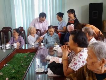 Thăm, tặng quà người cao tuổi tại Trung tâm Bảo trợ xã hội tỉnh và Khu Điều trị phong Phú Bình