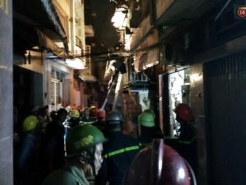 Nhà nằm trong hẻm bốc cháy tại TP Hồ Chí Minh