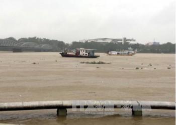 Miền Trung mưa lớn diện rộng, Nam Biển Đông đề phòng lốc xoáy