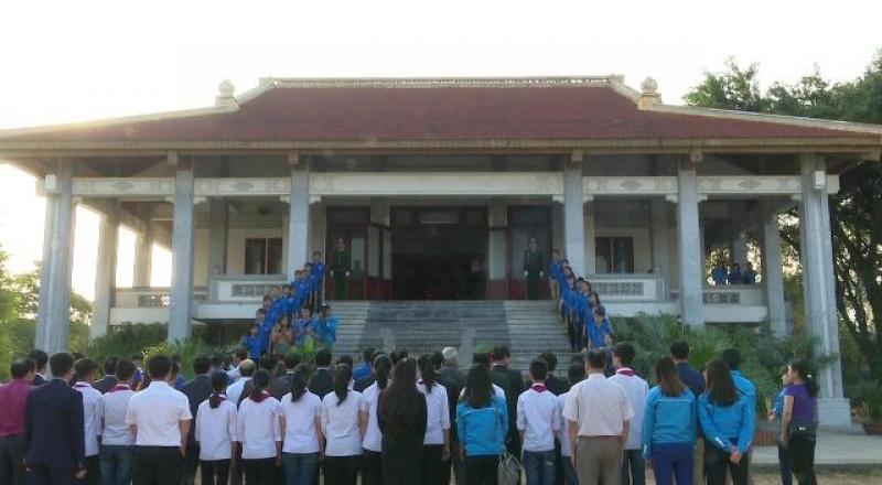 Lãnh đạo tỉnh dâng hương tại Khu di tích lịch sử Thanh niên xung phong Đại đội 915