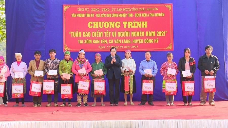 Bí thư Tỉnh ủy thăm, tặng quà đồng bào dân tộc Mông xóm Bản Tèn, xã Văn Lăng, Đồng Hỷ (TS 14/1)