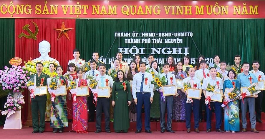 Thành phố Thái Nguyên: Tuyên dương các điển hình tiên tiến giai đoạn 2015   2020 (Phát TS Tối 16-9)