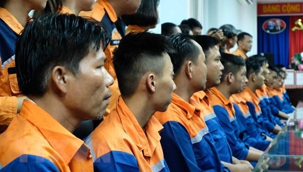 Cứu nạn thành công 39 thuyền viên trên tàu câu mực gặp sự cố giữa biển
