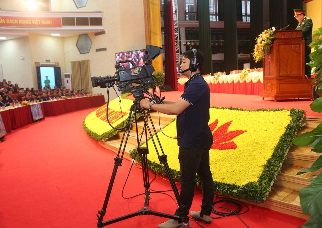 Phóng viên báo chí tác nghiệp tại Đại hội đại biểu Đảng bộ tỉnh lần thứ XX