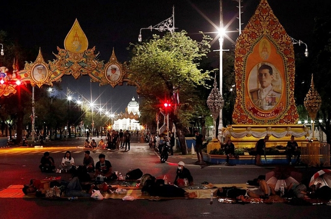 Thái Lan cấm tụ tập trên 5 người để hạn chế biểu tình