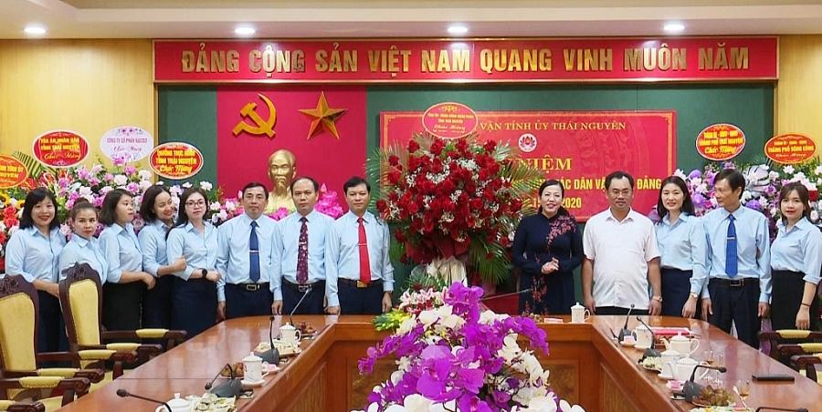 Các đồng chí lãnh đạo tỉnh chúc mừng Ban Dân vận Tỉnh ủy nhân Ngày truyền thống