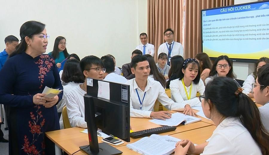 Đồng chí Bí thư Tỉnh ủy dự lễ khai giảng trường Đại học Y - Dược, Đại học Thái Nguyên