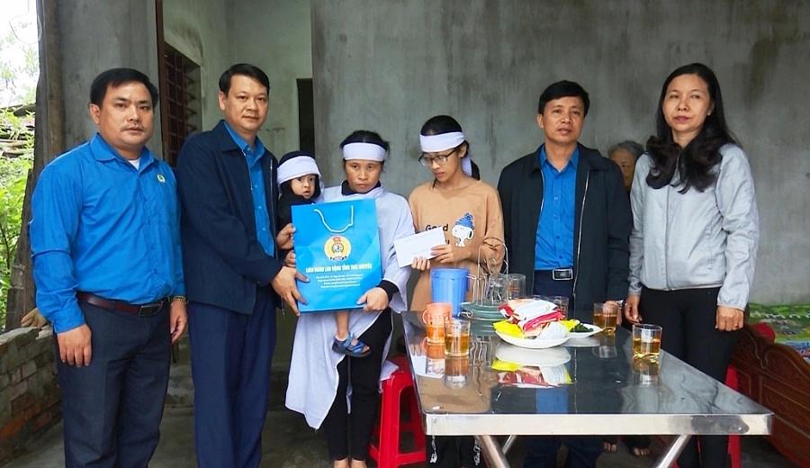 Liên đoàn lao động tỉnh Thái Nguyên hướng về miền Trung