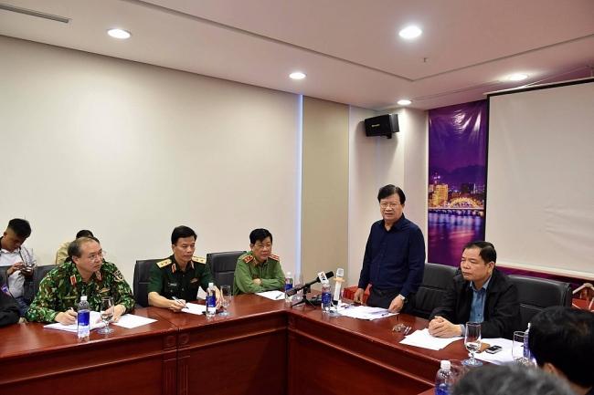 Phó Thủ tướng Trịnh Đình Dũng họp gấp trước lúc bão số 9 đổ bộ