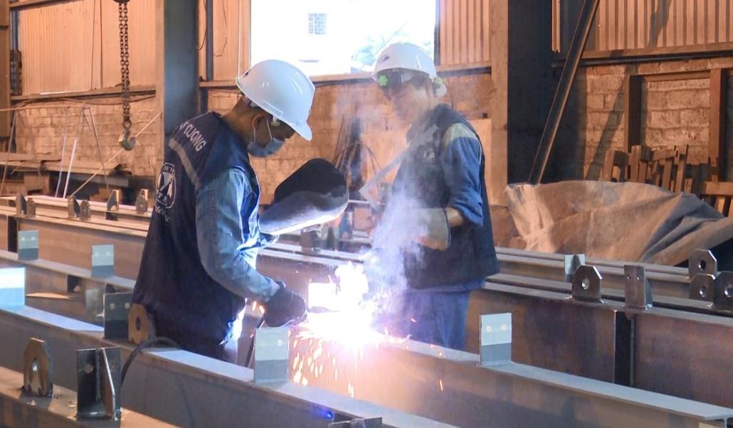 Sản xuất công nghiệp phục hồi tăng trưởng